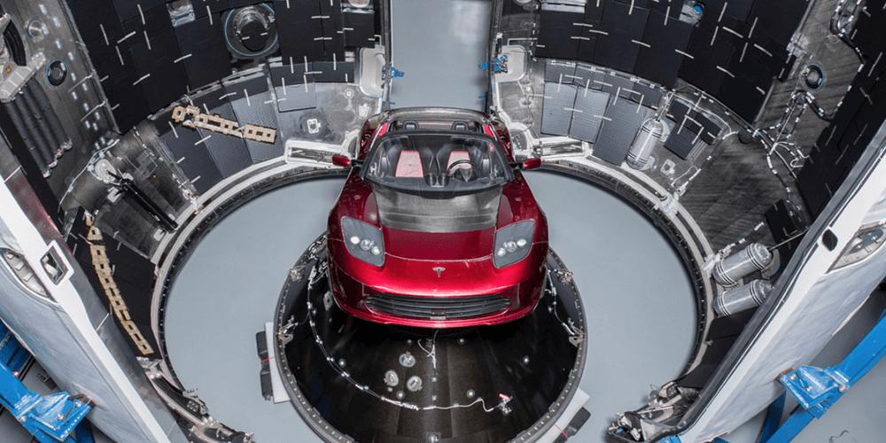 Elon Musk Tesla'yı Uzaya Göndererek Yine Mükemmel Bir PR Çalışması Yaptı